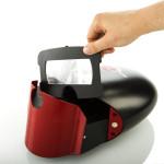 Um die Rundung vorne schmiegt sich die VR-Brille während des Transports.
