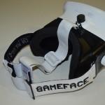 Das Gameface wird über einen T-Strap getragen.