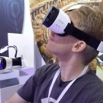 Gear VR macht einen schlanken Fuß. Zumindest formschöner als die Oculus Rift ist die VR-Halterung.